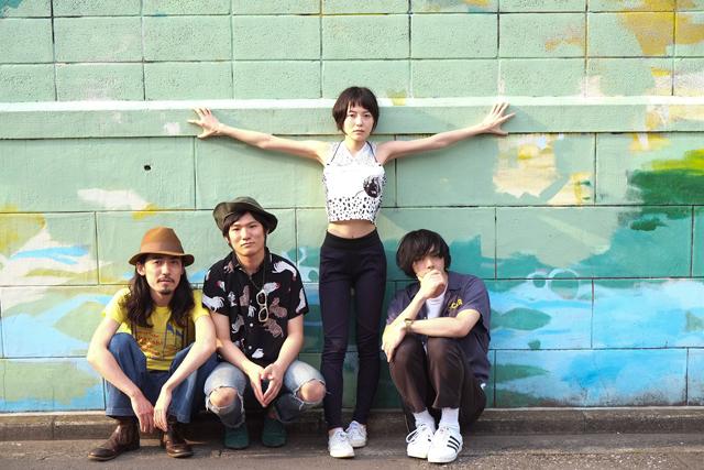 Shirahata-Kamin-with-Placebo-Foxes
