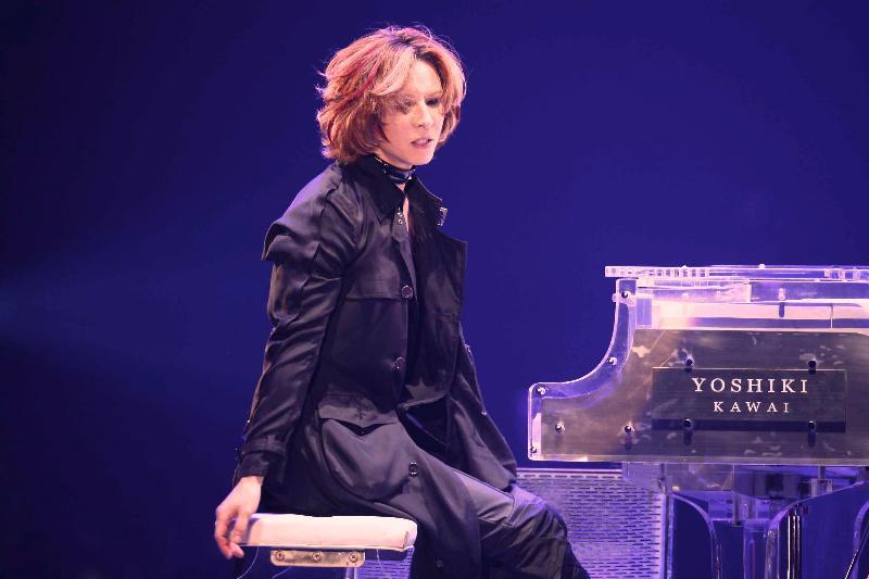 ピアノとyoshiki(横顔)