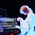 For the First Time in History, YOSHIKI Plays with Virtual YOSHIKI Visualized by Hologram! ...