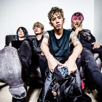 ONE OK ROCK Tours with 5 Seconds of Summer in US and Canada.